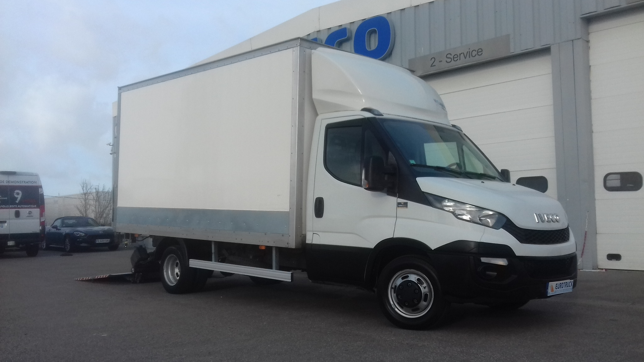 IVECO DAILY CAISSE 20M3 HAYON 3.0 LITRES